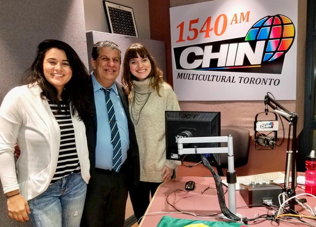 Carla, Schuster e Joyce nos estúdios da CHINRadio.